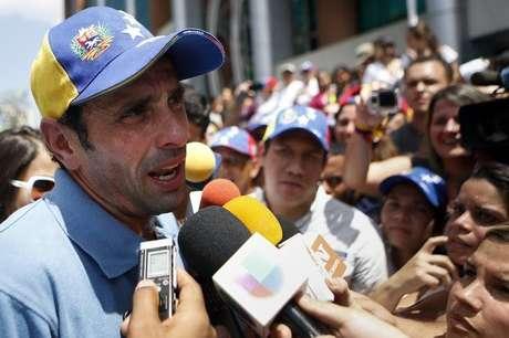 Líder da oposição, Henrique Capriles, critica o governo Maduro