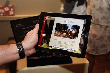 Aplicativo gratuito lê código em convite convencional e automaticamente dá o play em vídeo do casal