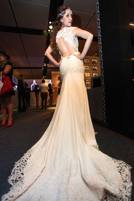 Desfiles de noiva e exposição de vestidos fazem parte da Casar 2015