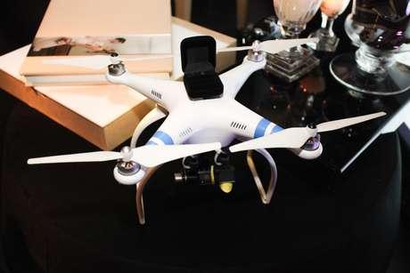 Drone de filmagem pode também levar as alianças até o altar