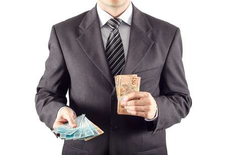 Para consegui abatimento no Imposto de Renda é preciso operar sob o regime de lucro real, o que nem sempre vale a pena para pequenas e microempresas