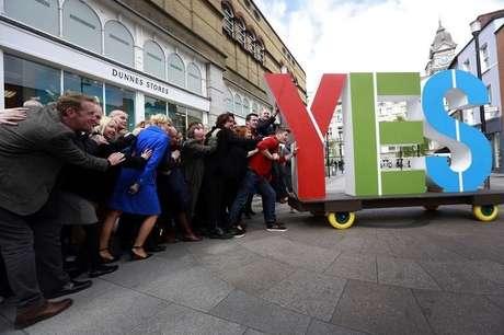 """Campanha pelo """"sim"""" toma conta das ruas irlandesas"""
