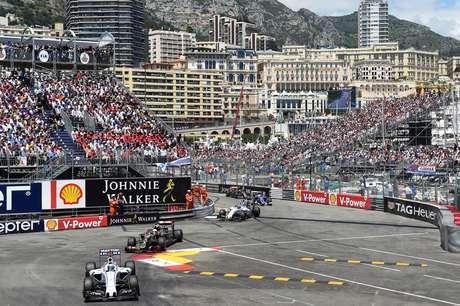 Felipe Massa não teve boa prova e terminou no 15º lugar