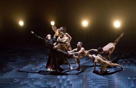 Ballet du Grand Théâtre de Genève traz duas coreografias ao Brasil com seu elenco de 26 bailarinos