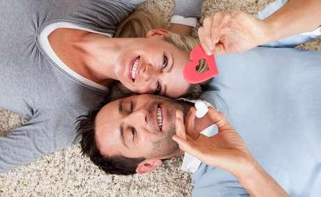 Muita coisa muda depois de alguns meses ou anos juntos, mas com algumas dicas e a força de vontade de ambas as partes, dá para transformar a relação de longa data em um eterno namoro