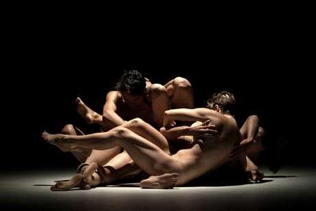 Coletivo Irmãos Guimarães propõe um novo olhar para encenação baseada em textos e no ritmo de Beckett