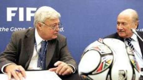 Ricardo Teixeira e Blatter têm nomes citados em denúncias há anos