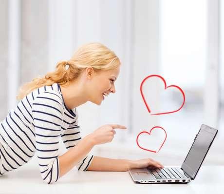 Mesmo à distância, dá para demonstrar o seu amor pelo parceiro (a) com criatividade e a ajuda dos recursos tecnológicos