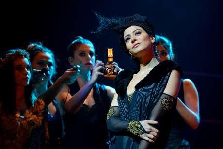 Carol Castro interpreta a esposa de Guido Contini, cineasta em crise vivido pelo ator italiano Nicola Lama