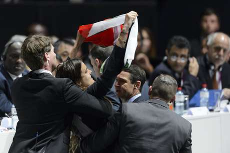 Manifestante pró-Palestina invadiu o 65º Congresso da Fifa nesta sexta-feira