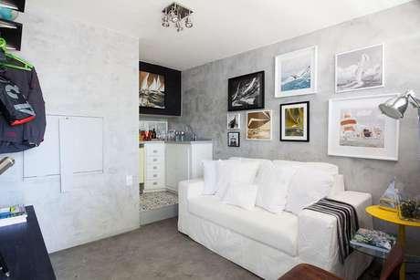Para apartamentos pequenos, cores claras nas paredes dão uma sensação de amplitude