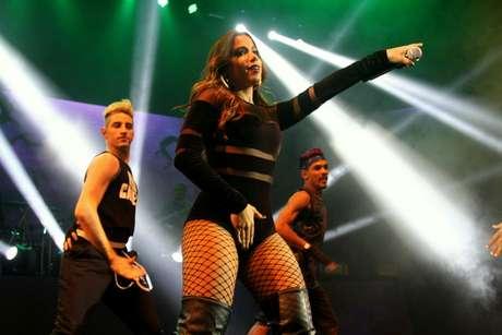 Anitta durante apresentação