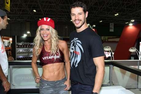 Karina Bacchi e José Loreto curtem vento fitness de Schwarzenegger no Rio de Janeiro