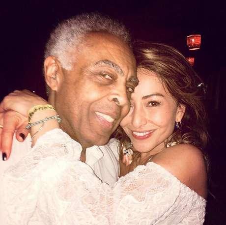 """""""Andá com fé eu vou"""", escreveu Sabrina Sato em foto ao lado de Gilberto Gil"""