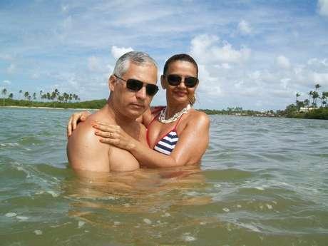 Depois de ter casado cedo, tido dois filhos e se divorciado, Cláudia Madalena conheceu Paulo Roberto, o seu namorado há exatos 23 anos, em um baile de Carnaval