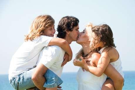 Ao contrário do que se imagina, dá para comemorar o Dia dos Namorados sem deixar o  romantismo de lado por causa da criançada