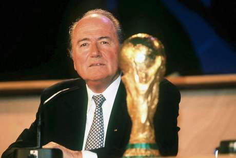 Blatter durante eleição em 1998; 17 anos no poder