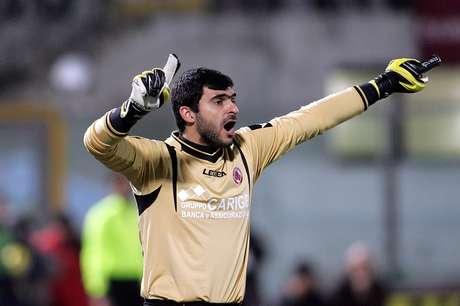 Rubinho quando ainda atuava no Livorno: dez anos de futebol europeu