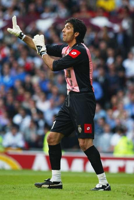 Buffon teve a chance de vencer a Champions em 2003, mas perdeu a final para o Milan