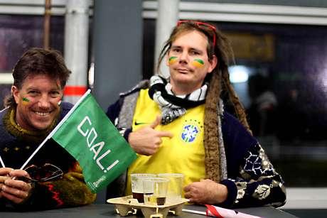 Neozelandeses Justin Selby e Nick Gilbert estao torcendo para o Brasil
