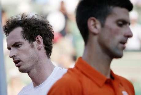 Djokovic e Murray empatavam por 3 a 3 no quarto set quando a partida foi interrompida