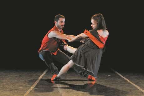 """""""Mamihlapinatapai"""" usa técnica de dança de salão para compor coreografia contemporânea"""