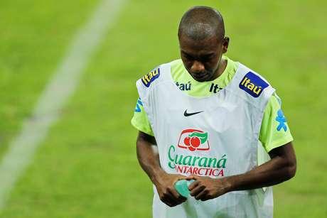 Fernandinho não terminou a atividade no campo do Palmeiras