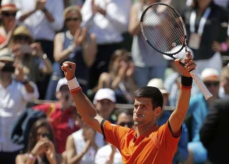 Djokovic festeja vitória sobre Murray