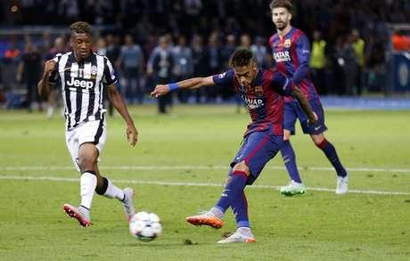 Neymar completa para fazer o gol que selou título do Barcelona