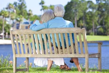 Clubes da terceira idade já se tornaram uma excelente opção para os idosos que buscam se divertir e até mesmo iniciar uma relação amorosa