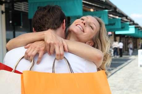Quem ainda não comprou o presente para a namorada, pode agradar a parceira investindo em alguns presentes de última