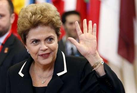 """""""Alguma vez você já ouviu alguém dizer que um presidente do sexo masculino coloca o dedo em tudo? Eu nunca ouvi falar disso"""", disse Dilma"""