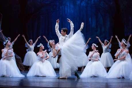 """Amor impossível entre humano e ser alado da floresta é tema do balé romântico """"La Sylphide"""""""