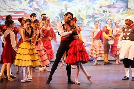 Erick Swolkin e Bruna Gaglianone encenam peça do tradicionalíssimo Balé do Teatro Bolshoi