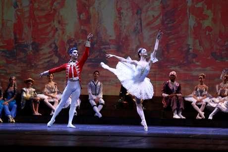 Companhia de Dança da Escola do Teatro Bolshoi no Brasil apresenta-se pela primeira vez na Noite de Abertura do festival comemorando os quinze anos de atividades da instituição no País