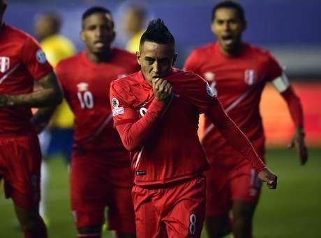 Peru fez 1 a 0 aos 2min do primeiro tempo e assustou os torcedores brasileiros
