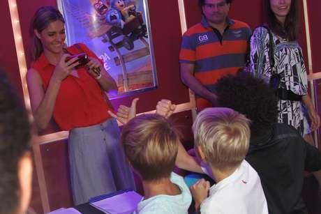 Fernanda Lima aproveitou para tirar foto dos filhos