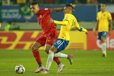 Guerrero rivalizou com Neymar como os principais jogadores em campo