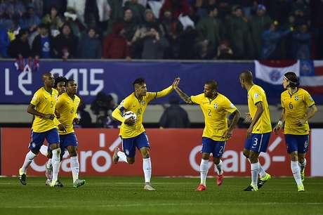 Brasil levou 1 a 0 com 2 minutos, mas empatou logo na sequência com Neymar