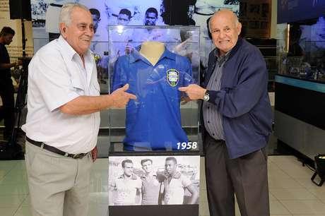 Zito foi bicampeão mundial com a Seleção e com o Santos, assim como Pepe (dir.)