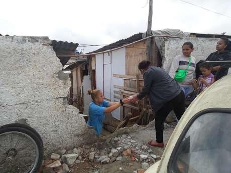 Vizinhos se ajudaram na hora de desocupar os barracos