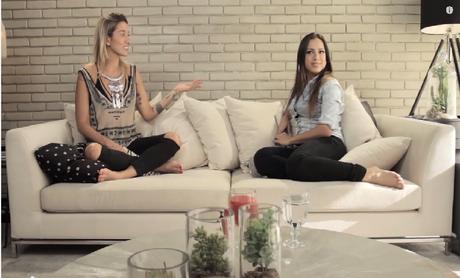 A cantora Anitta (à dir.) revela sua dieta restritiva para a blogueira Gabriela Pugliesi durante o programa Vendi Meu Sofá