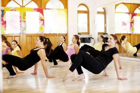 Dançar melhora a socialização e pode ajudar a afastar a depressão