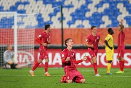 Seleção sérvia sofreu muito para superar Mali na prorrogação