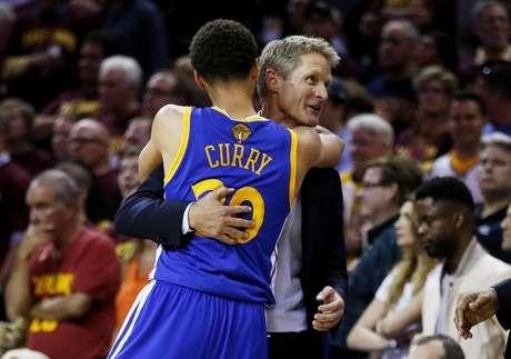 Steve Kerr e Stephen Curry: os dois líderes de um dos times mais explosivos da história