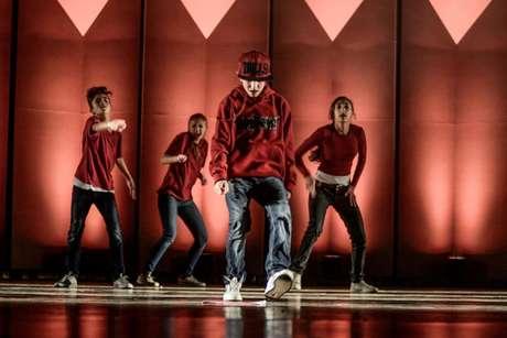 A organização do festival exibe coreografias de dançarinos a partir dos 8 anos. Adolescentes e adultos têm categorias próprias