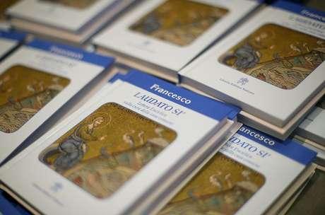Nova encíclica do papa sobre o meio ambiente é exibida no Vaticano