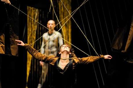 Os rumos incertos que nossas vidas tomam é tema da coreografia de Gleidson Vigne