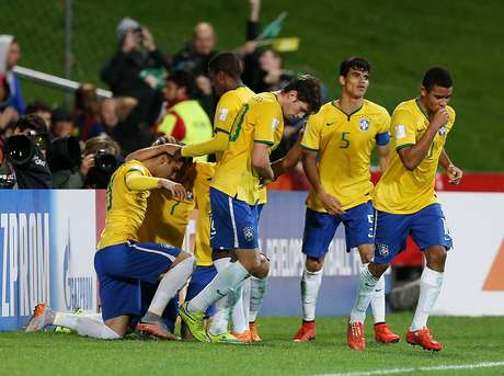 Brasil comemora gol de Andreas Pereira