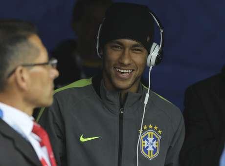 United quer oferecer R$ 760 milhões por Neymar, e o Barcelona deve aumentar o salário do craque como resposta
